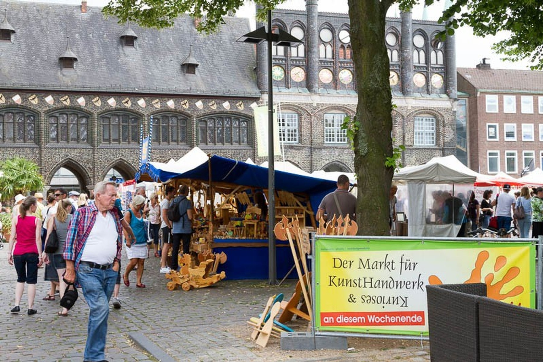 6 handgemacht markt auf dem l becker marktplatz shopping markt l beck altstadt. Black Bedroom Furniture Sets. Home Design Ideas